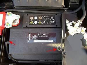 Batterie Renault Clio 3 : a quoi sert le voyant transparent sur la batterie 2 3 clio clio rs renault forum marques ~ Gottalentnigeria.com Avis de Voitures