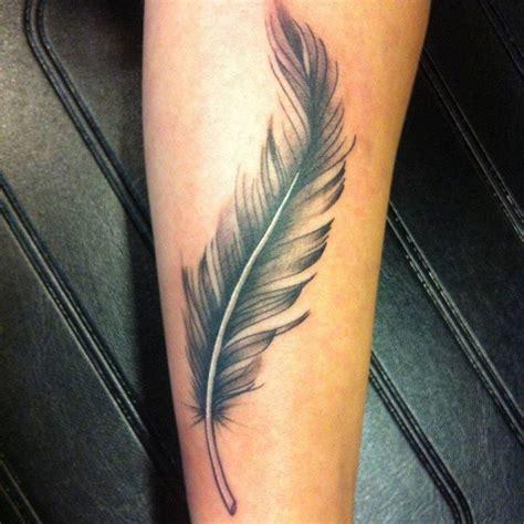 tatoauge avant bras plume tatouage tatouage tatouage