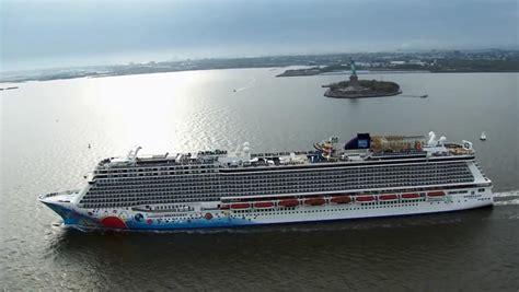 U.S. Cruise Ship Stranded In NYu0026#39;s Hudson River Hit A Whale - Tribunedigital-chicagotribune