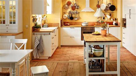 planche de travail cuisine 4 astuces pour entretenir un plan de travail en bois