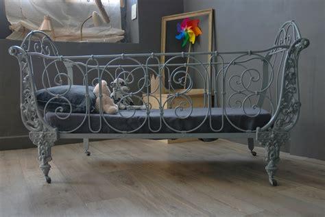 ancien lit en fer forge vendu atelier vintage