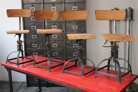 chaise bois et metal chaise atelier industrielle bienaise metal et bois