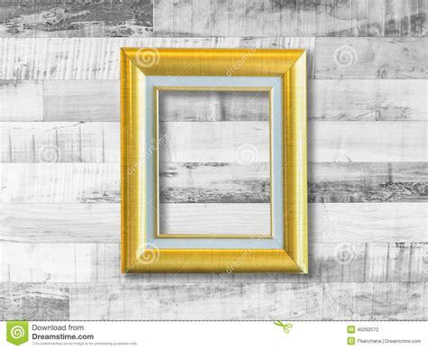 cadre de tableau d or sur le mur en bois de planche photo stock image 40292072