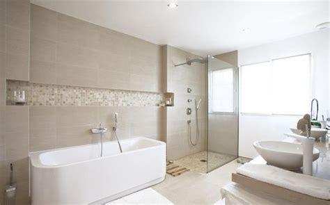 salle de bain avec vasques et baignoire blanches 224 l italienne salle de bain
