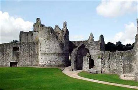 viagens imagens castelos  palacios chepstow castle