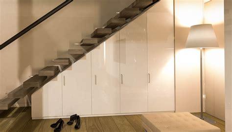 Garderobe Unter Offener Treppe by Nischenschrank Unter Treppe Regal Unter Treppe With