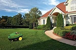 Tondeuse Pour Terrain En Pente : bien choisir un robot tondeuse gazon blog equip 39 jardin ~ Premium-room.com Idées de Décoration