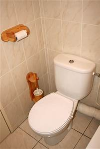 how to remove urine smell from a bathroom ehow uk With pee smell in bathroom