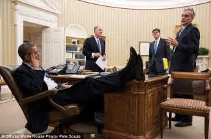 Resolute Desk Replica Uk by Obama Photo Showing President With Foot On Oval Office S