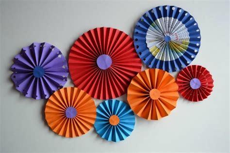 cómo hacer abanicos de papel decoración fiestas