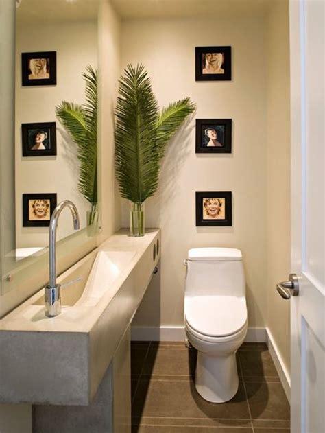 photo de toilette moderne photos et id 233 es d 233 co de wc et toilettes modernes avec un plan de toilette en b 233 ton
