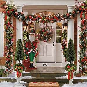 Christmas Front Porch Decorating Ideas - Pretty Designs
