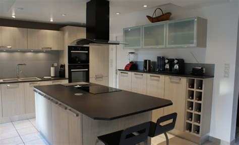 poubelle cuisine verte cuisine blanche plan de travail noir cuisine blanc laque plan de travail noir cuisine blanc