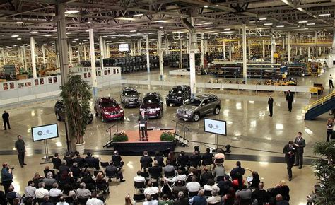Chrysler Jefferson Plant by Chrysler Adds Third Shift 1 100 At Detroit Plant
