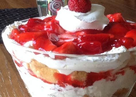 easy fresh fruit desserts 25 best ideas about fruit trifle desserts on food trifle food cake