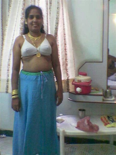 saree blouse petticoat mein aunty ki moti chuchi मोटी औरत की गांड