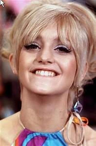 Goldie Hawn on Laugh-In 1968-1973 looking like Kellyanne ...