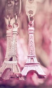 Pink Eiffel Tower | CrackBerry.com