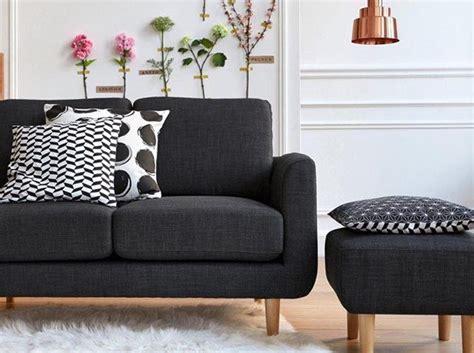 relooker un canapé en tissu leçon de déco relooker canapé sans le changer