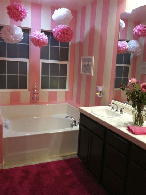 really like the idea of a girly bathroom