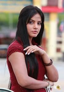 Neetu Chandra New Stills 5 Pictures