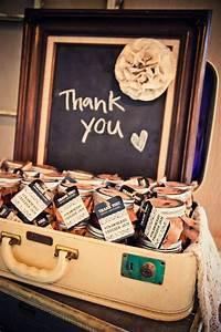 Mariage Cadeau Invité : id e de cadeau d 39 invit originale presentation cadeaux invit s valise mariage jar jam jelly ~ Melissatoandfro.com Idées de Décoration