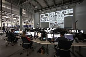 File:SpaceX Mission Control in Hawthorne, CA.jpg ...