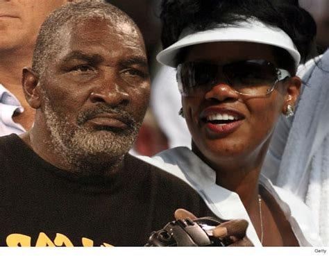 serena williams dad  dangerous gun obsessed wife claims
