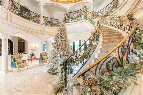 river oaks home  luxe holiday decor houston