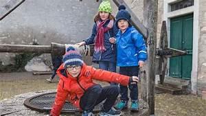 In Den Bann Ziehen : zwei ritterkinder ziehen die besucher in den bann zueriost ~ Orissabook.com Haus und Dekorationen