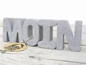 Buchstaben Aus Beton : buchstaben schriftz ge beton buchstaben moin grau hell ein designerst ck von ~ Sanjose-hotels-ca.com Haus und Dekorationen