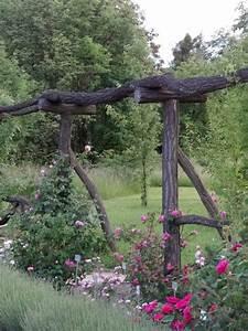 Rankhilfen Für Rosen : geniale rankhilfe f r rosen aus nat rlichen holzst mmen gesehen im botanischen garten berlin ~ A.2002-acura-tl-radio.info Haus und Dekorationen