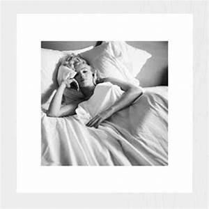 Marilyn Monroe Bilder Schwarz Weiß : marilyn monroe bett kunstdruck 40x40 ~ Bigdaddyawards.com Haus und Dekorationen