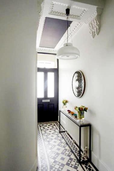 carrelage sol pour cuisine un couloir style rétro dans l 39 entrée avec console cache