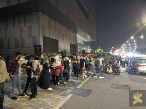 To give our customers the best shopping experience, our website uses cookies. This is the queue for the Switch warehouse sale for Apple ...