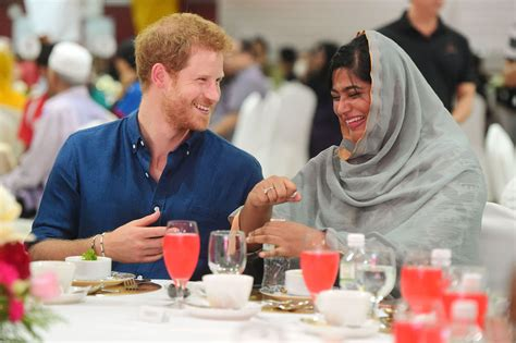 Prince Harry Eats With Singapore's Muslim Community