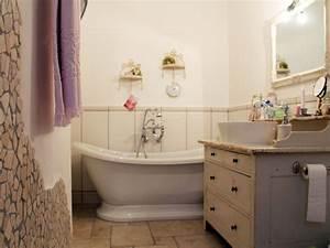 Kleine Bäder Bilder : kleines badezimmer mit der freistehenden badewanne worcester ~ Articles-book.com Haus und Dekorationen