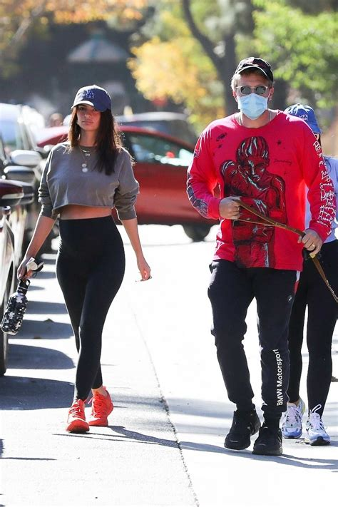 emily ratajkowski shows her baby bump in a crop top and ...