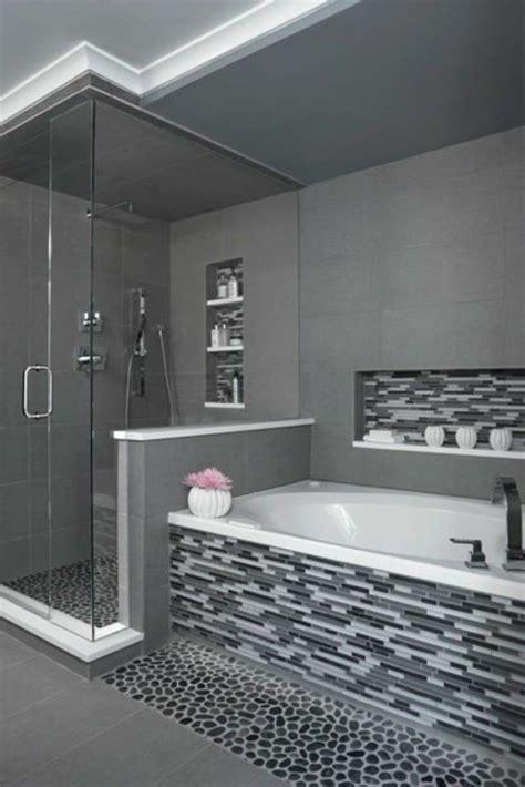 porte coulissante en verre pour cuisine une salle de bains grise élégance et chic contemporain