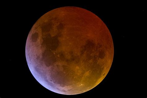 what color is your blood before it hits the air why does the moon turn during a lunar eclipse
