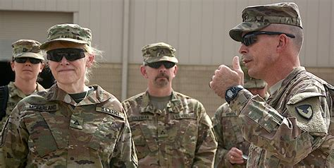 army executive visits 401st afsb usaasc
