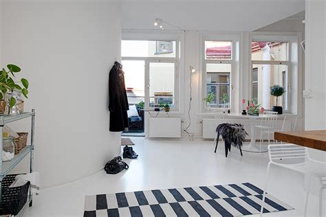 Single Room Apartment With an Interesting Layout in