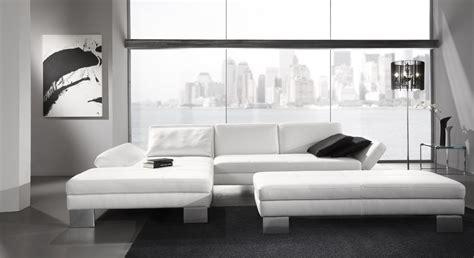 canapé blanc cuir le canape en cuir blanc pour une decoration epuree de