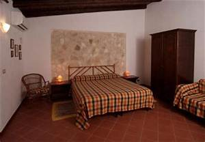 Camera matrimoniale, parete in pietra Agriturismo Valle dei Templi Ristorante Biologico