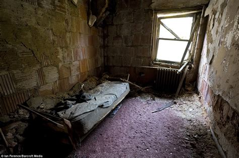 north brother island eerie pictures  abandoned  york