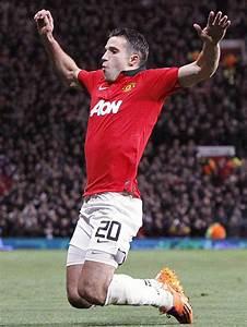 Man Utd star Robin van Persie to undergo scans on knee ...