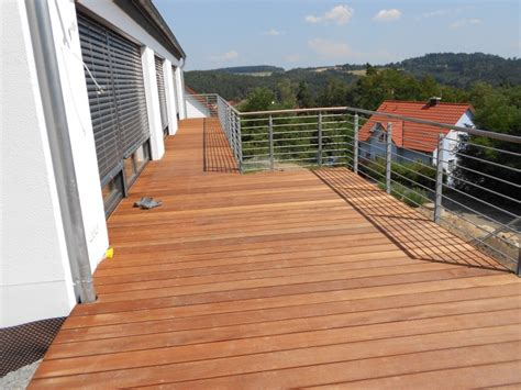 wpc dielen auf balkon verlegen terrassen balkone holzbau peichl