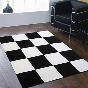 Grand Tapis Blanc : grand tapis noir id es de d coration int rieure french decor ~ Teatrodelosmanantiales.com Idées de Décoration