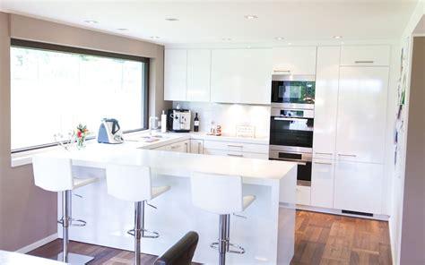 Moderne Hochglanz Küche In Weiß Mit Miele Geräten