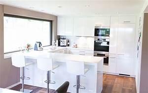 Moderne hochglanz kuche in weiss mit miele geraten for Moderne küche hochglanz weiss